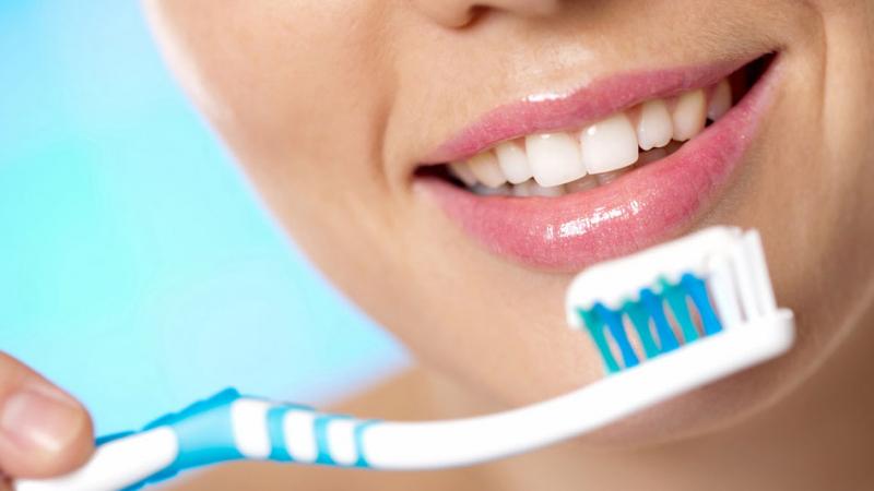 توقّفوا عن تنظيف أسنانكم بعد الأكل
