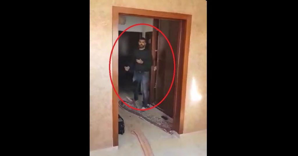 فيديو لقاتل والدته منذ قليل
