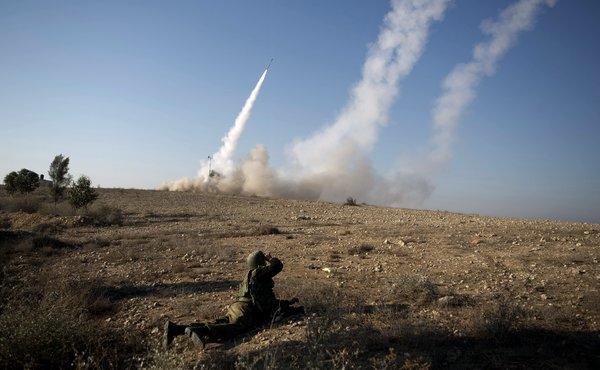 القذائف والصواريخ تتساقط من قطاع غزة