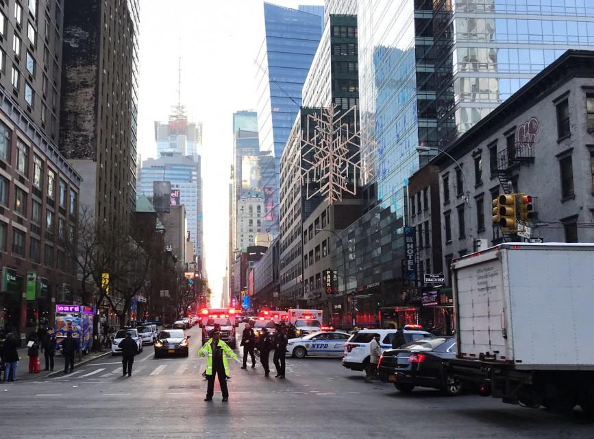 بالفيديو عملية اجلاء المسافرين بعد عملية التفجير في مانهاتن الامريكية