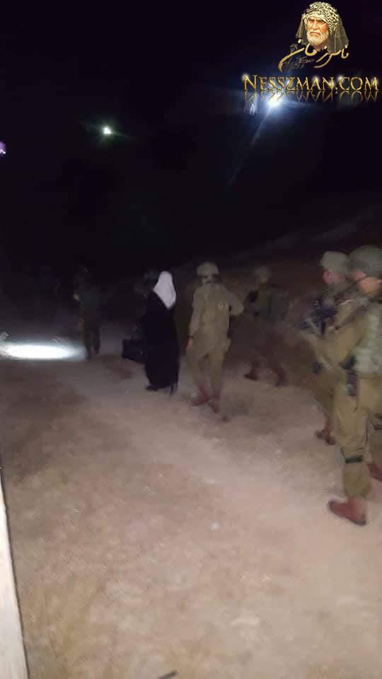 أم فلسطينية تودّع طفلها قبل أن تعتقلها قوات الاحتلال (صور)