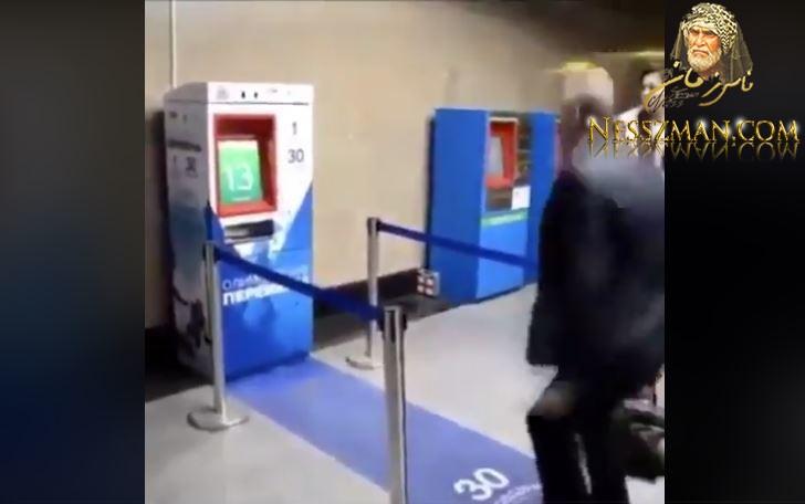 آلة إصدار تذاكرالميترو بموسكو...الحصول على تذكرة مجانية يتطلب قيام بتمرين رياضي