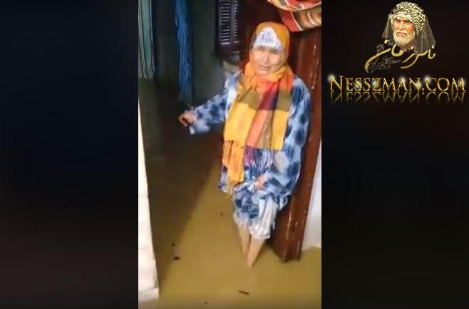 امرأة عجوز من ولاية باجة تبكي بعد دخول المياه لمنزلها