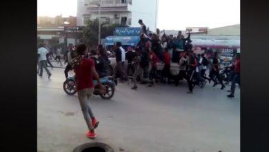 بالفيديو : السيجومي مواجهات عنيفة بين المتظاهرين والامن على خلفية مقتل الطفل ايمن