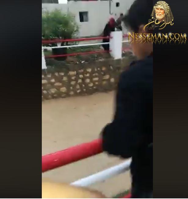 بالفيديو لحظة انقاذ الطفل الذي تم دفعه فالواد في الفحص