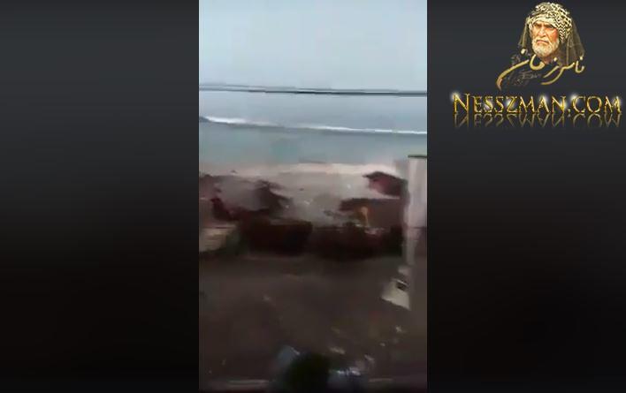 فيديوتسونامي اندونسيا الجديد يخلف اكثر من 1000 قتيل