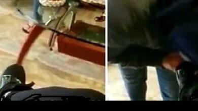 فيديو جندي يجبر امرأة على تقبيل قدم زوجته