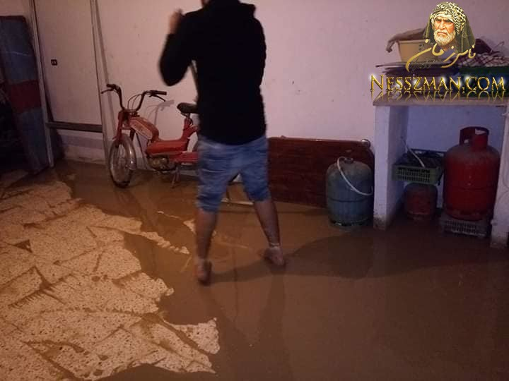 عاجل الرديف الان أمطار غزيرة تتسبب في فيضان الأودية و تسرب المياه للمنازل.. صور و فيديو